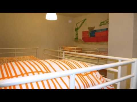 The Hostel - Hamburg - Visit http://germanhotelstv.com/the-hostel This hostel is located in the Hamburg neighbourhood of Eidelstedt 20 minutes from the city centre by public transport. Free wifi free parking 24-hour reception and a shared kitchen are on offer. -http://youtu.be/pQ8LgsG0qDo