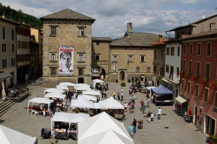 La piazza di Castiglione dei Pepoli e la mostra mercato del fumetto