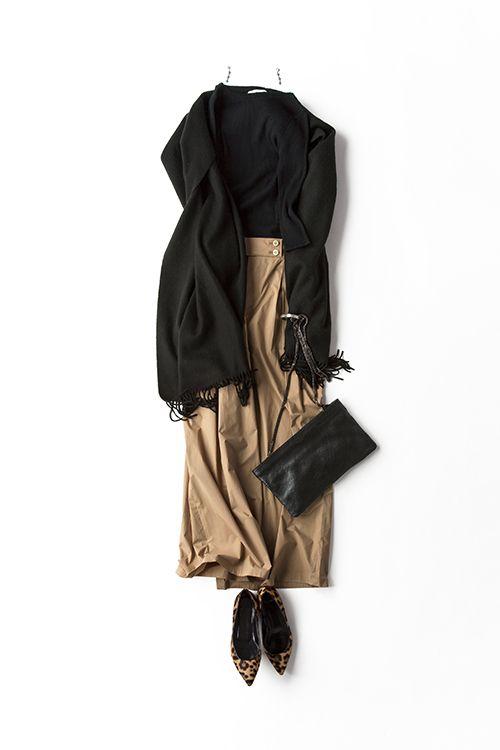 kk-closet | 2015-09-02 ジェーンバーキンを意識したクラシカルスタイル 黒とキャメルの配色は品があって好き。だからこそ、トレンドにも挑戦しやすいって思います。 今日は、ジェーン・バーキンを意識してリブニットにワイドパンツ。 ワイドパンツも薄手だと、マキシ丈のスカート感覚で履けるのがいい。クラシカルなスタイルだけど、また復活しているハイウエストで今っぽさもある感じに。 今日はディナーの予定があるから、愛用のカシミアの大判ストールを羽織って、リザードバッグでお出かけスタイルに。