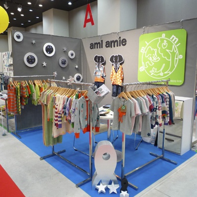 Il Mondo di Ingrid: Exclusive! Playtime Tokyo: ami amie: Fashion Kids, Kids Branding, Amy, Deco Stands, Stands Ideas, Marketing Stalls, Inspiration Stores, Ide Deco, Kids Fair