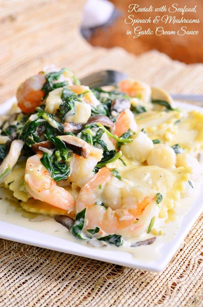 Seafood ravioli, spinach and mushrooms in a cream sauce with garlic. Phenomenal but …   – РЕЦЕПТЫ