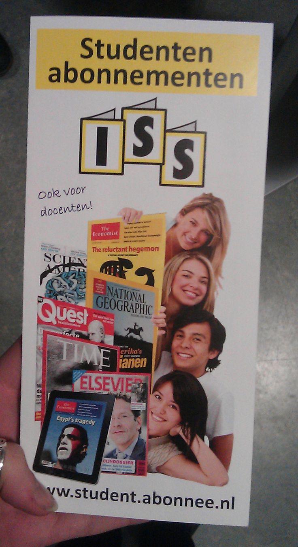 Sterkte : Dit is een brochure voor abonnementen op magazines voor studenten, het is duidelijk wat het aanbod is. Zwakte : Niet aantrekkelijk voor de doelgroep qua uitstraling.
