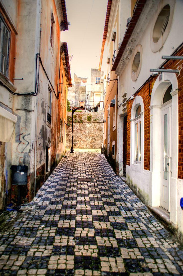 Alcobaça.Portugal (Pormenor da calçada Portuguesa)