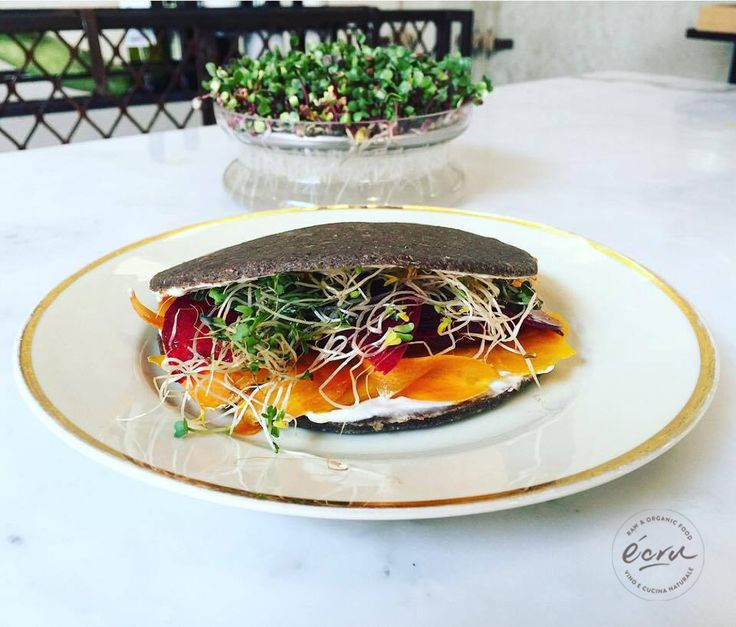 Misto di carpacci di stagione, crema di anacardi al limone, germogli di rucola e ravanello, tutto con il nostro pane raw (grano saraceno germogliato, semi di lino, semi di chia e semi di girasole). Panino perfetto per fare una pasto perfetto a qualsiasi ora del giorno! #raw #rawfood #vegan #roma #rome #healthyliving #cibosano #ecru #ecruroma #instafood  #foodporn #eatclean #healthy #healthysnack #glutenfree #healthybreakfast #foodphotography #plantbased #healthychoices #eatgreen #eatrealfood