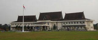 Berikut ini daftar alamat sekolah yang ada di Kabupaten Tanjung Jabung Timur :  NO  SEKOLAH  ALAMAT  DESA  KECAMATAN  1  MAS BERBAK  JALAN PARIT V RANTAU RASAU  BERBAK  BERBAK  2  MTSS NURUL IMAN  JL. YOGYAKARTA SK. 7  BERBAK  3  SMAS PERINTIS BERBAK  JL. YOGYAKARTA  RANTAU MAKMUR  BERBAK  4  SMKN 3 TANJUNG JABUNG TIMUR  JL.RANGKAYO HITAM KEL.SIMPANG  TANJUNG JABUNG TIMUR  BERBAK  5  SMP NEGERI 22 TANJAB. TIMUR  JL SURABAYA SK 7  BERBAK  BERBAK  6  SMP NEGERI 23 TANJAB. TIMUR  RANTAU RASAU…