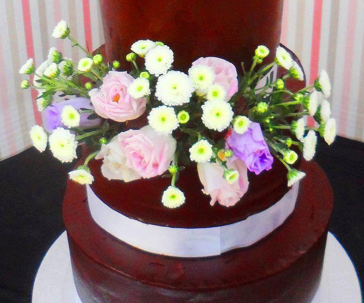 Tarta - Pastel con flores naturales