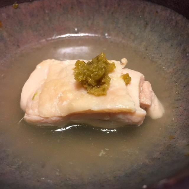 先ずは鶏ガラスープを一口。次に鶏肉を柚子胡椒でいただきます。 - 33件のもぐもぐ - 博多水炊き。 by chemicalsweet