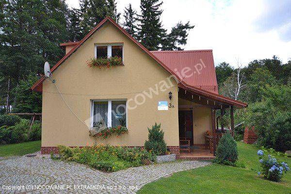 Żółty Domek z Karpacza to sprawdzony obiekt. Polecamy: http://www.nocowanie.pl/noclegi/karpacz/kwatery_i_pokoje/29999/