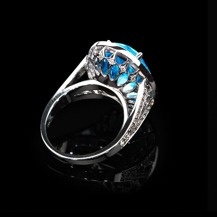Blue Topaz 10ct setted in 18k white gold- surrounded by perfect Diamonds
