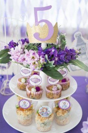 ディズニーキッズの「小さなプリンセスソフィア」をテーマにした誕生日会♡ カラーをまとめて、ピックを上手に使って演出♡