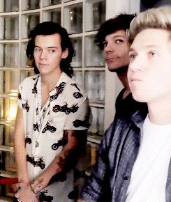 Getting caught in the process of staring at your crush. Accurate ❥