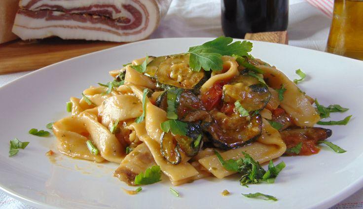 Pasta risottata con zucchine, pomodorini e pancetta