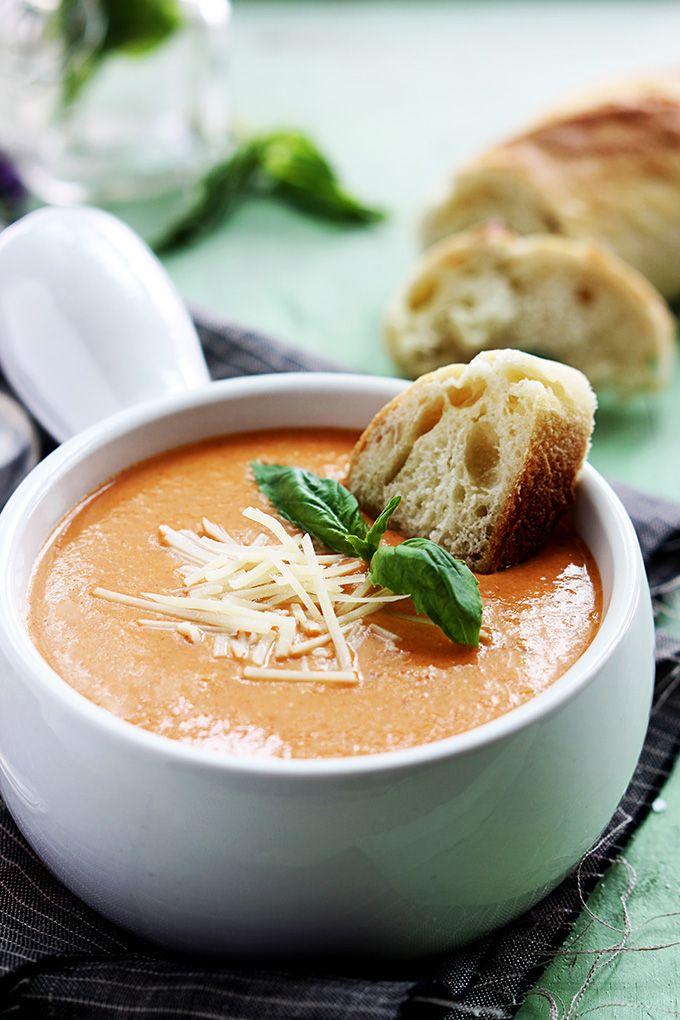 Slow Cooker Tomato Basil Parmesan Soup by cremedelacrumb #Soup #Toomato #Basil #Slow_Cooker