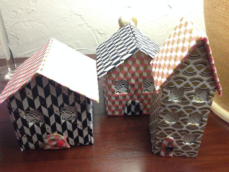Maisons en carton, décorées avec du tissus (Cultura)