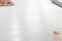 Epoque er toppmerket til Tarkett, en av verdens mest anerkjente kvalitetsprodusenter av parkett. 1-stavs parketten White Pearl, er et av Tarkett`s mest suksessfulle design, skreddersydd for de Scandinaviske fargene. Renere hvit parkett, som samtidig illustrerer treets spill og sjarm, finnes bare i White Pearl. Gulvet er minifaset på langsiden, og har den gode, gamle plankebredden på 162mm. Epoque er toppmerket til Tarkett, produsert etter markedets strengeste krav til kvalitet.