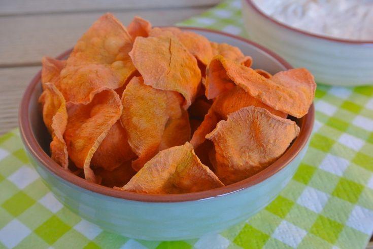 Zoete aardappel chips uit magnatron