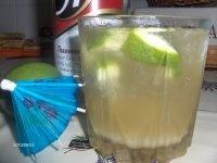Caipiroska  5 cl vodka  1 lime  2 lingurite zahar brun  Se prepara direct in pahar. Se pun liguritele de zahar brun, apoi lime-ul taiait bucatele (un lime se taie in aproximativ 12 buc). Bucatelele de lime se strivesc pana isi lasa putin suc. Se adauga gheata sparta pana se umple paharul, apoi vodka, se amesteca totul cu o lingurita.
