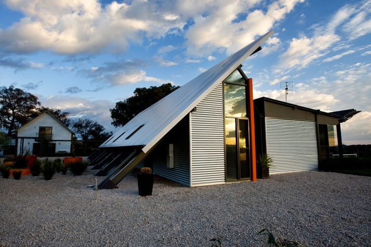 This house in Central Western New South Wales uses Bondor Equitilt® sandwich panels made from COLORBOND® Metallic steel in the colour Citi®. Photograph: Bob Seary