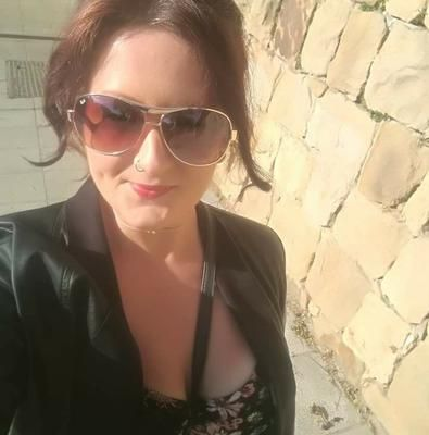 Hi, my name is Debbie, I am currently looking for pet sitting jobs in the Estepona region. I offer long or short term stays in a home from home environment