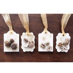 ワックス(蝋)の中に香りとお花を詰め込んだアロマワックスサシェドアノブや壁に掛けてインテリアとして玄関、トイレ、クローゼットなどに置いて香りをお楽しみください・:,。゚・:,。☆゚・:,大切な方への贈り物にもいかがでしょうか?—————————————————【備考欄にご希望の〈商品番号〉と〈香り〉〈ヒモ〉を記載してください】■商品番号■①センニチコウ②オレンジ③アジサイ④在庫なし×⑤ペッパーベリー■香り■https://www.creema.jp/exhibits/show/id/2744447こちらのページより香りをお選びください。■ヒモ・リボン■◯麻紐◯皮紐(ブラウン)◯リボン(グリーン)指定のない場合は麻ヒモになります——————————————————◇ラッピングについて◇有料ラッピング(+100円)は、窓付きの箱に入れて発送いたします※同じ作品をまとめてご購入の方は2個以降のラッピング料はかかりません◇注意事項◇・ご注文頂いてからの作成になります。香りやお色、紐などが選べる作品は備考欄に記載をお願いしています...