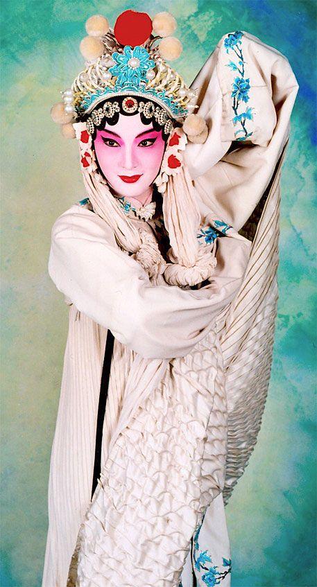 Lady White Snake ..Beijing Opera Artist Yang Yang ..Chinese Legend