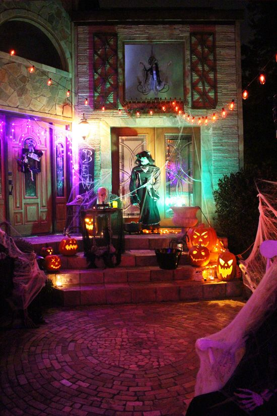 Outdoor halloween decor halloween pinterest night for Unique outdoor halloween decorations