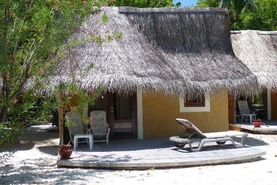 Kuredu Island Resort & Spa: Outside of beach Bungalow