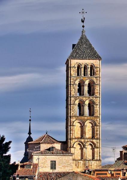 Torre románica de San Esteban - Situada en la Plaza de San Esteban, Barrio de los Caballeros en la Segovia de intramuros