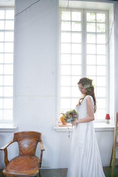 ナチュラル。サテンの白い花嫁衣装・ウェディングドレスまとめ一覧♡