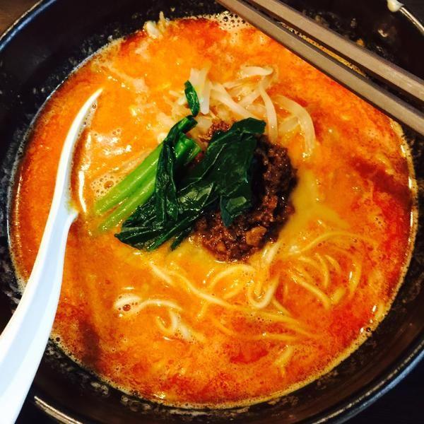 お昼の担々麺が辛くて美味しいです。