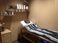 Pressotherapy reactivates the circulatory system and increases oxygen in the body and so it offers many benefits, including the relief from the pain of tired limbs. It also relieves aches caused by fluid retention. Cellulite is improved by pressotherapy and it helps us to lose volume and tone the body.