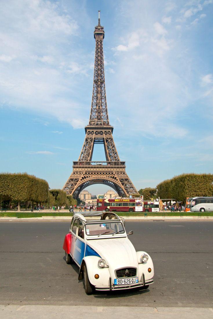 Eiffelturm (Tour Eiffel) mit 2CV Ente / Artikel: Paris Geheimtipps