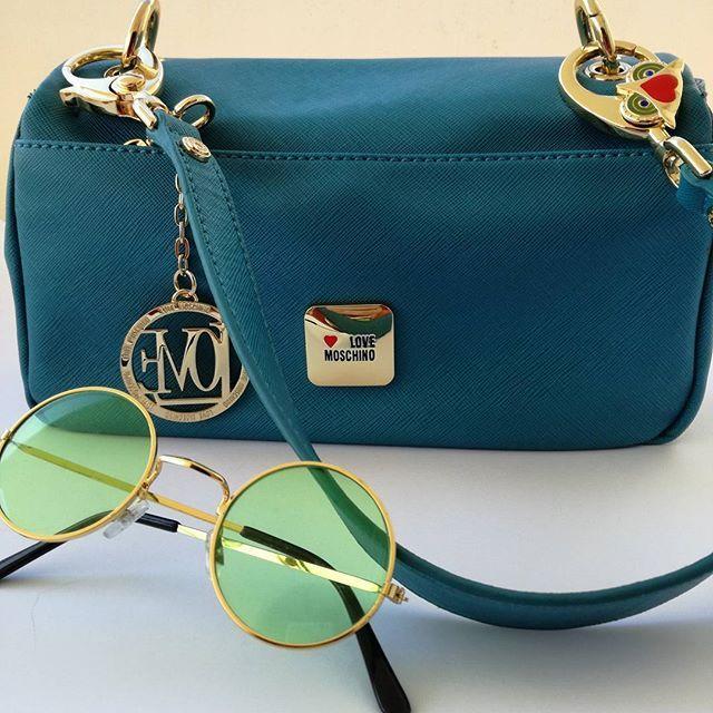 Monday mornings...  #love❤ #moschino #bags !  #handbag #mondaymorning #mondaymotivation  #blue and #gold #chic #style #styleaddict #stylegram #instafashion #instastyle #outfitpost #lookoftheday #fashionbloggers #fashionoftheday #zkstyle