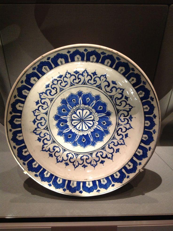 Dish with Kaleidoscope Design, Turkey, Iznik, Ottoman Period, 1585-90, Metropolitan Museum of Art