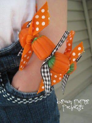 Halloween Candy Bracelet: Candy Pumpkin, Idea, Brown Paper Packages, Halloween Candy, Halloween Crafts, Fall Party Favors, Pumpkin Bracelets