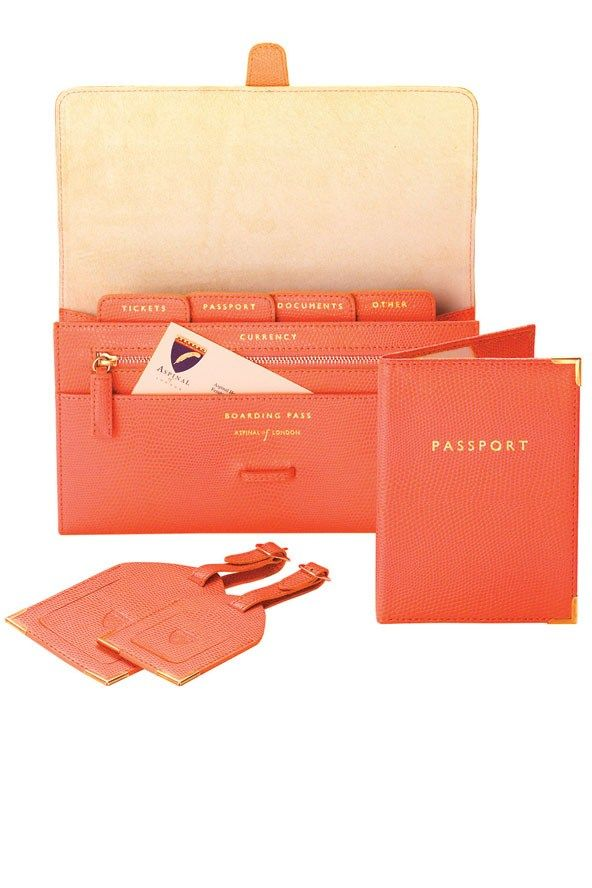 Classic UK Travel Collection from Aspinal of London...so cute and a great way to stay organized! #travel #fashion #wallet