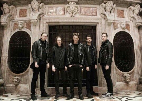 Counterfeit. Een band die onlangs heb ontdekt en de band maakt super leuke muziek!