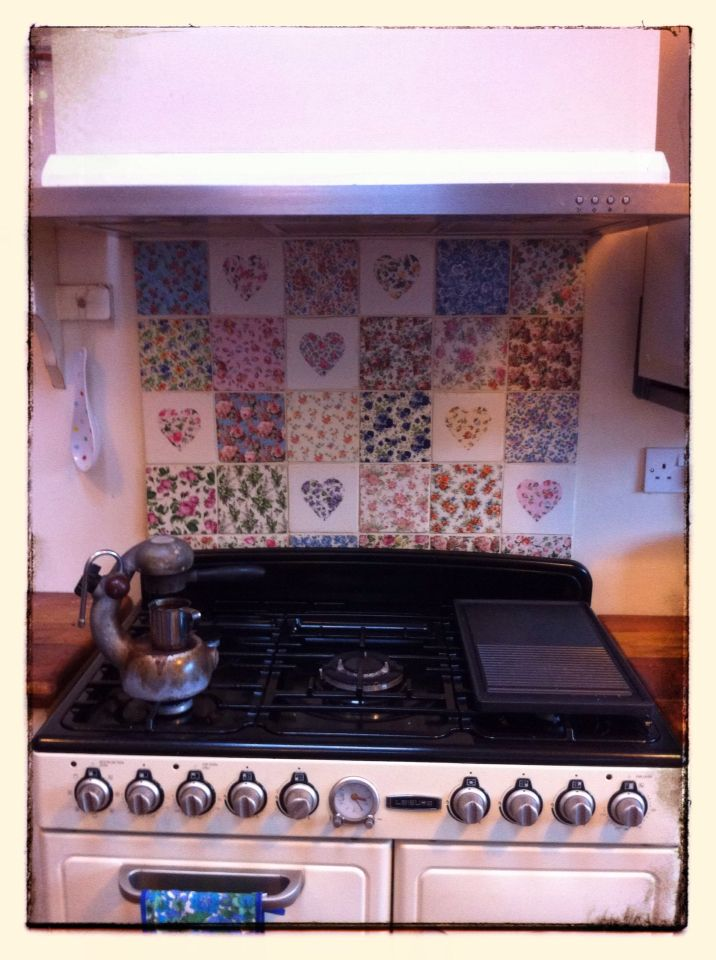 Welbeck Tiles and Leisure range cooker...vintage style...with Nanas original flower power oven gloves!