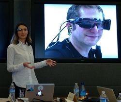 El buscador chino Baidu está desarrollando sus propias Google Glass  http://www.europapress.es/portaltic/gadgets/noticia-baidu-china-desarrollando-propias-google-glass-20130404112225.html
