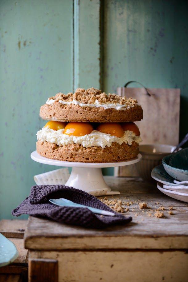 Barackos torta – sajtkrémmel és zabpelyhes morzsával