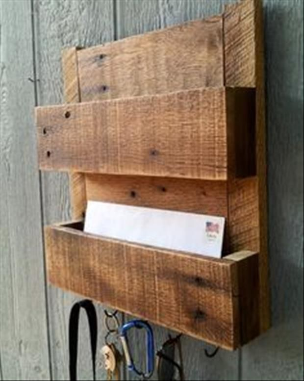 Pallet mail organizer and key hanger