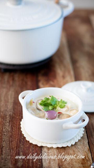 dailydelicious: Chicken and Galangal soup (Tom Kha Kai)