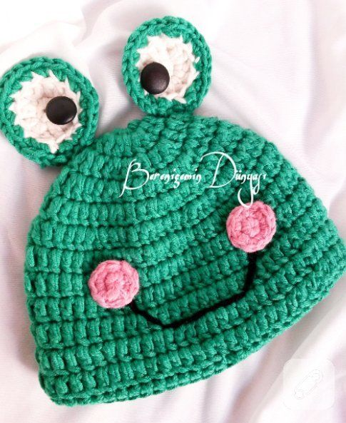 This crochet beret is so sweet!