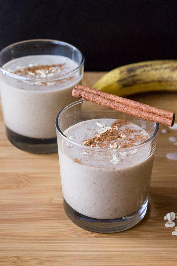 Oatmeal Cookie Smoothie. Super healthy, but it tastes like dessert. All the flavor of your favorite cookies without the dairy, gluten or sugar!