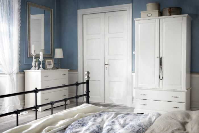 l agencement d une armoire penderie et d une commode birkeland compl te ce look merveille s. Black Bedroom Furniture Sets. Home Design Ideas