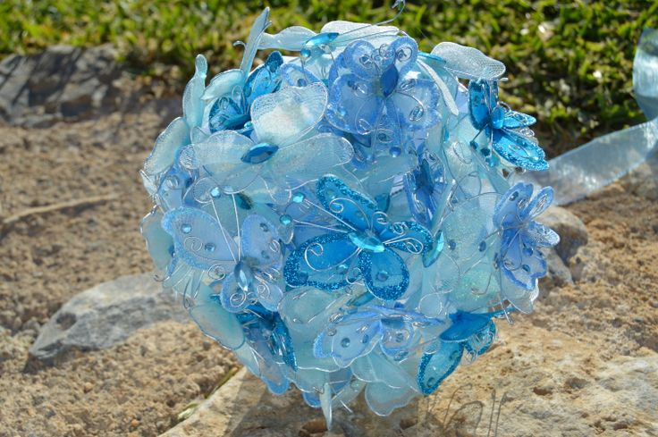 Bouquet sposa di farfalle Rosaura è un bouquet con le farfalle in tessuto, ideale per il matrimoni primaverili più divertente . Scegli il colore che ti piace di farfalle!   http://bouquetsposaoriginali.it/portfolio-view/bouquet-sposa-di-farfalle-rosaura/