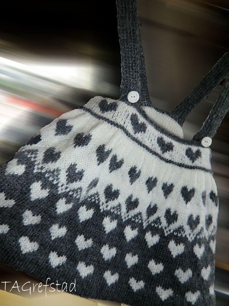 Seleskjørt strikket i babyull. by_toneannette