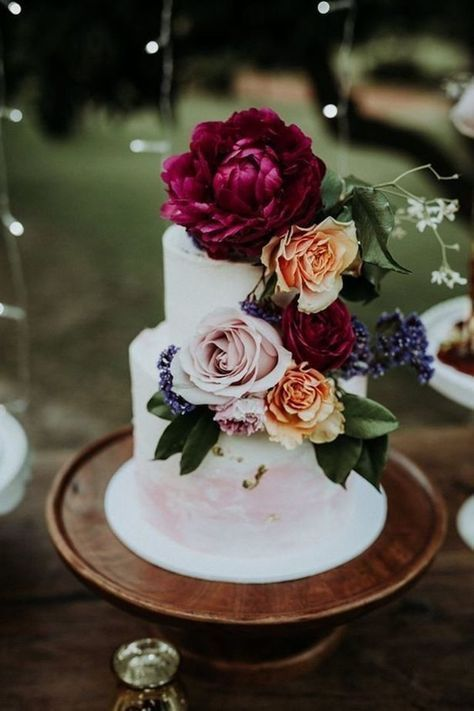 100+ Marsala/burgundy color combos for 2019 fall weddings---painted wedding cakes with burgundy blush and orange flowers, woodland wedding theme for fall