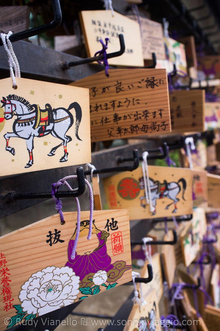 In #Giappone anche gli Ema, le tavolette in cui si scrivono preghiere e desideri, trasmettono l'estetica della immagine e del colore che pervade tutta la cultura #Giapponese . #Japan   #japanphotography   I video del Giappone: http://www.youtube.com/playlist?list=PLMJ_zaIniEnSmp0IFDTWW6oiL9O6Epdut