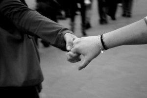 """""""Anche il più piccolo gesto di gentilezza può alleggerire un cuore pesante. La gentilezza può cambiare il cuore delle persone""""  Aung San Suu Kyi, premio nobel per la pace nel 1991  www.risaleomar.com"""